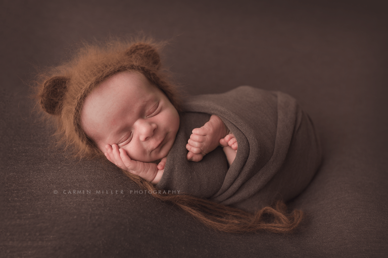 seattle newborn photographer boy in bear bonnet