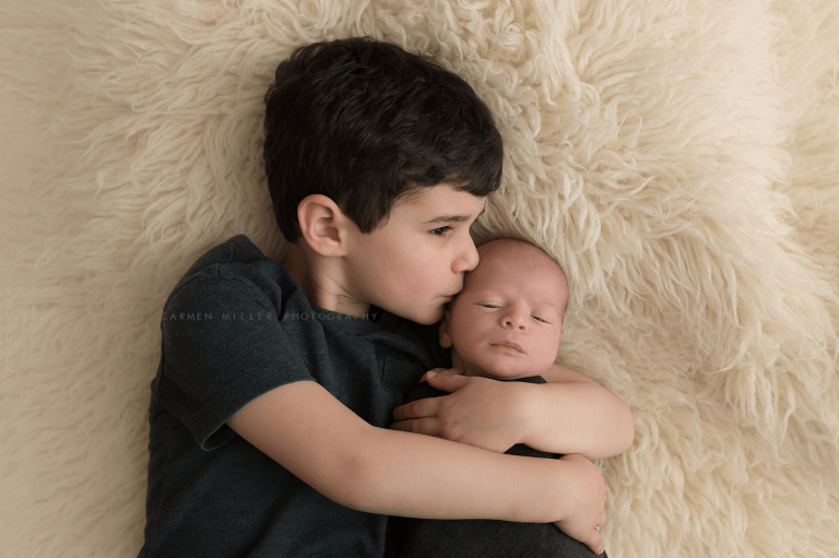 newborn photographer in Seattle sibling pose